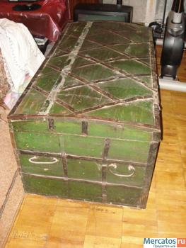 Продаю старинный сундук. 19 век. Дерево, ковка, частично чеканка