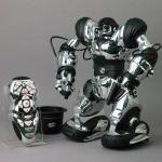 Робот Robosapien на пульте ДУ