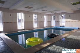 Современный особняк с баней и большим бассейном в Рощино